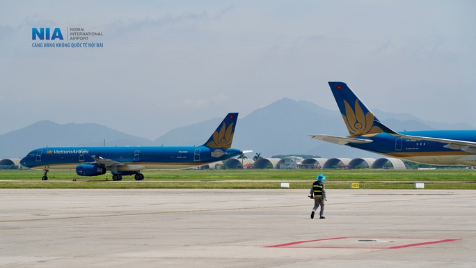 Đột nhập khu bay Nội Bài trong cái nắng nóng cực điểm hơn 62 độ C - Ảnh 3.