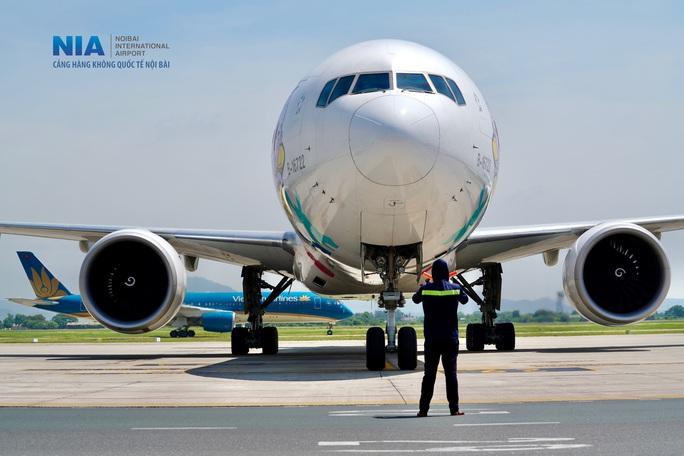 Đột nhập khu bay Nội Bài trong cái nắng nóng cực điểm hơn 62 độ C - Ảnh 1.