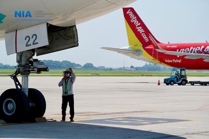 Đột nhập khu bay Nội Bài trong cái nắng nóng cực điểm hơn 62 độ C - Ảnh 26.