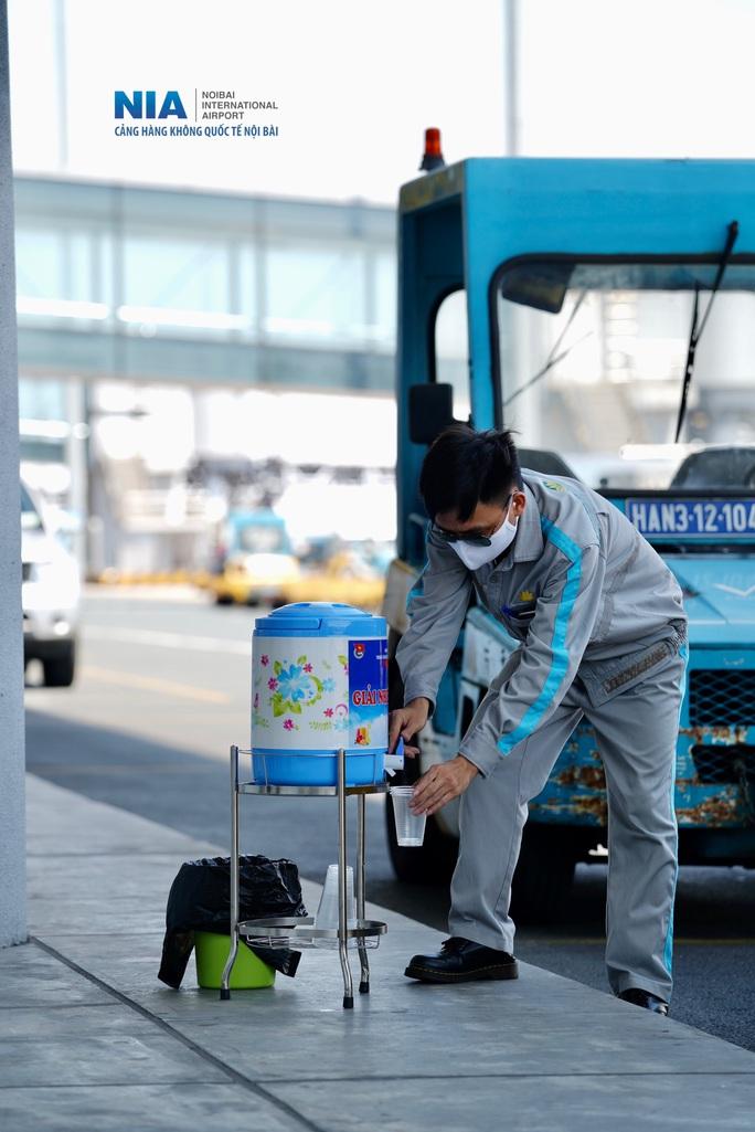 Đột nhập khu bay Nội Bài trong cái nắng nóng cực điểm hơn 62 độ C - Ảnh 27.