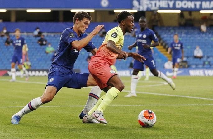 Thảm bại trước Chelsea, Man City dâng ngôi vô địch cho Liverpool - Ảnh 1.