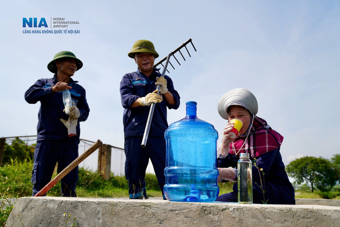 Đột nhập khu bay Nội Bài trong cái nắng nóng cực điểm hơn 62 độ C - Ảnh 25.