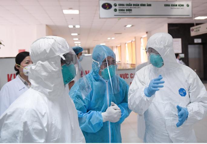 Thêm 2 trường hợp mắc Covid-19, Việt Nam có 355 ca bệnh - Ảnh 1.