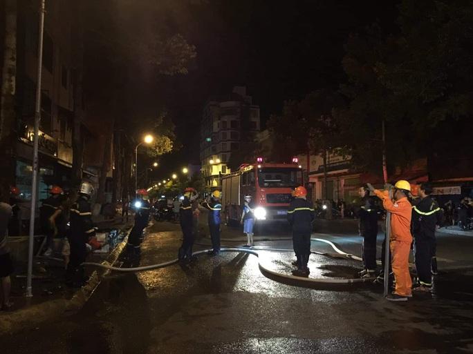 Nhà xe Tâm Hạnh ở Bình Thuận nửa đêm bất ngờ cháy rụi - Ảnh 4.