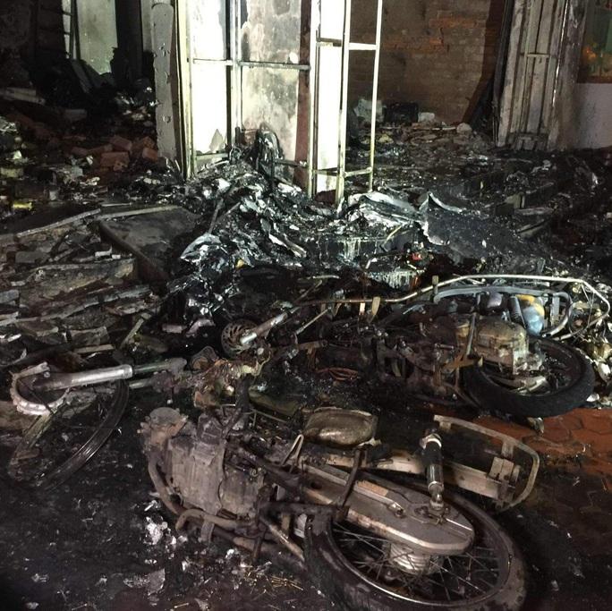 Nhà xe Tâm Hạnh ở Bình Thuận nửa đêm bất ngờ cháy rụi - Ảnh 3.