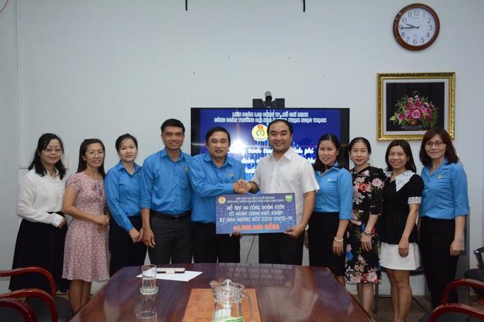 Trường ĐH Y khoa Phạm Ngọc Thạch trao quà hỗ trợ Công đoàn viên - Ảnh 1.
