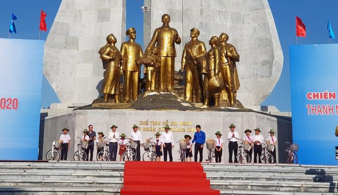 Phó Thủ tướng Thường trực Trương Hòa Bình tặng 100 xe đạp cho học sinh khó khăn ở Quảng Bình - Ảnh 3.