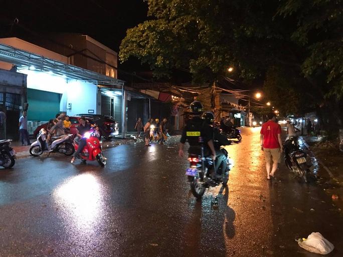 Hàng chục thanh niên hỗn chiến, gây náo loạn đường phố - Ảnh 1.