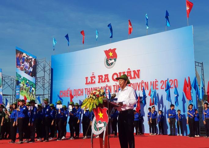 Phó Thủ tướng Thường trực Trương Hòa Bình tặng 100 xe đạp cho học sinh khó khăn ở Quảng Bình - Ảnh 1.