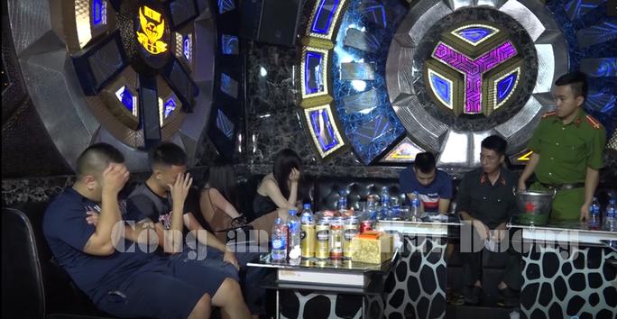 Hải Dương: Bắt giữ hơn 100 đối tượng sử dụng trái phép chất ma túy tại hai quán bar, karaoke  - Ảnh 2.