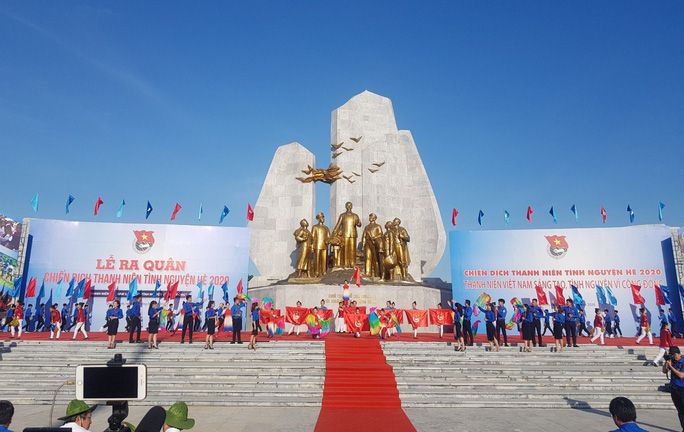 Phó Thủ tướng Thường trực Trương Hòa Bình tặng 100 xe đạp cho học sinh khó khăn ở Quảng Bình - Ảnh 2.