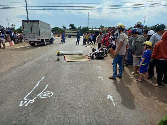 Sau tai nạn giao thông khiến 2 vợ chồng thương vong, tài xế rời khỏi hiện trường  - Ảnh 1.