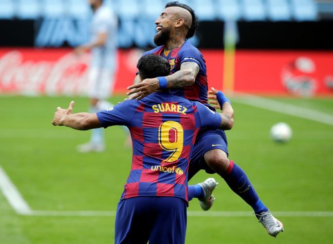 Luis Suarez lập đại công, Barcelona sụp đổ ở Balaidos - Ảnh 2.