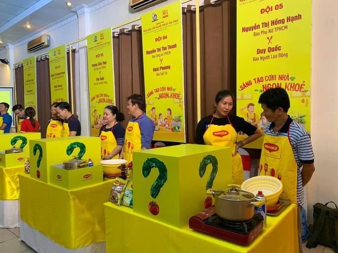 Vui nhộn hội thi nhà báo với nghệ thuật ẩm thực - Ảnh 1.