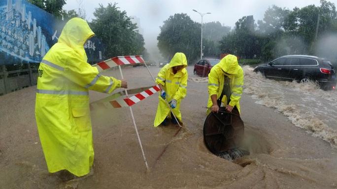 Trung Quốc: Lũ lụt lan rộng 26 tỉnh, đập Tam Hiệp gặp thử thách lớn nhất 17 năm - Ảnh 6.