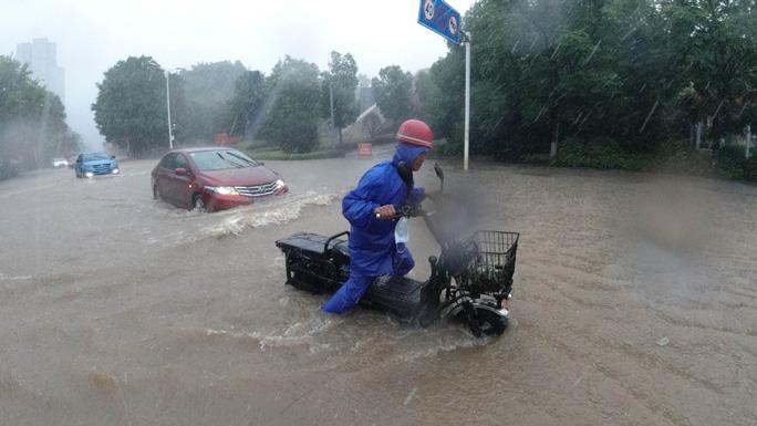 Trung Quốc: Lũ lụt lan rộng 26 tỉnh, đập Tam Hiệp gặp thử thách lớn nhất 17 năm - Ảnh 7.