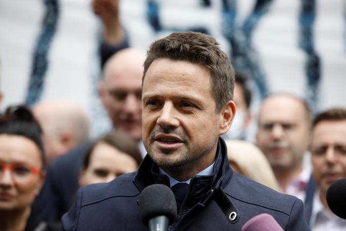 """Châu Âu """"nín thở"""" chờ bầu cử Ba Lan - Ảnh 1."""