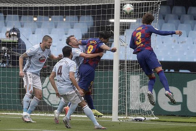 Luis Suarez lập đại công, Barcelona sụp đổ ở Balaidos - Ảnh 1.