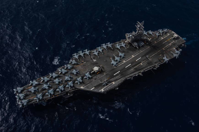 Mỹ tập trận tàu sân bay kép ở biển Đông - Ảnh 1.