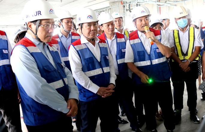 Phó Thủ tướng thị sát trên công trường metro Bến Thành - Suối Tiên - Ảnh 2.