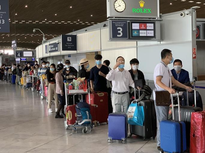 Hơn 280 công dân Việt Nam từ châu Âu về nước - Ảnh 1.