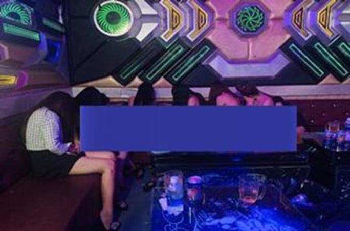 Nhiều nữ tiếp viên thoát y trong quán karaoke Ngọc Châu - Ảnh 1.