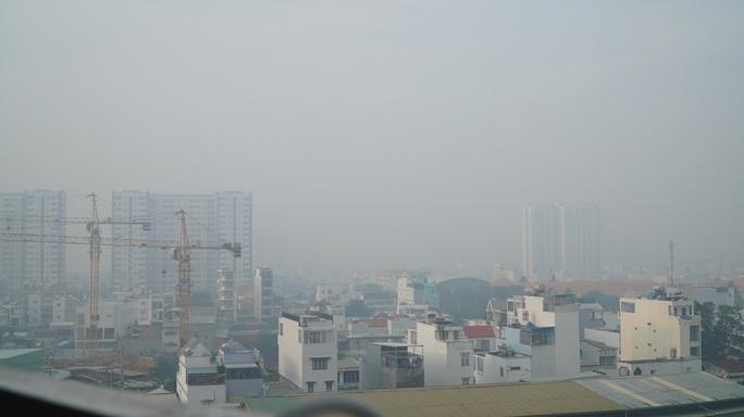 Bất ngờ về bầu trời ở TP HCM vào sáng nay - Ảnh 3.