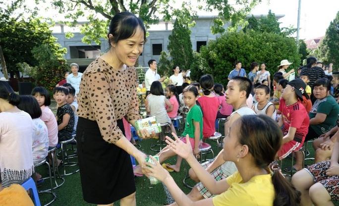 Vinamilk mang niềm vui uống sữa đến với trẻ em Hà Nội thông qua Quỹ sữa Vươn cao Việt Nam  - Ảnh 5.