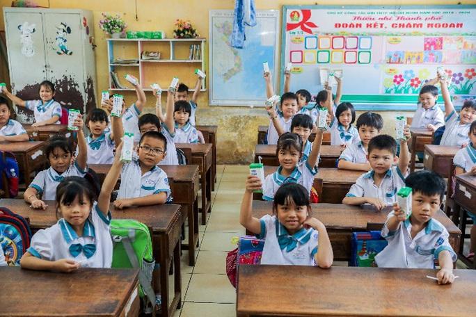 Vinamilk mang niềm vui uống sữa đến với trẻ em Hà Nội thông qua Quỹ sữa Vươn cao Việt Nam  - Ảnh 11.
