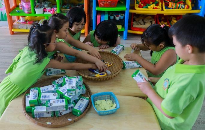 Vinamilk mang niềm vui uống sữa đến với trẻ em Hà Nội thông qua Quỹ sữa Vươn cao Việt Nam  - Ảnh 21.