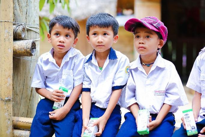 Vinamilk mang niềm vui uống sữa đến với trẻ em Hà Nội thông qua Quỹ sữa Vươn cao Việt Nam  - Ảnh 23.