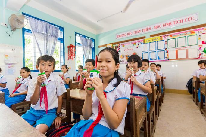 Vinamilk mang niềm vui uống sữa đến với trẻ em Hà Nội thông qua Quỹ sữa Vươn cao Việt Nam  - Ảnh 24.