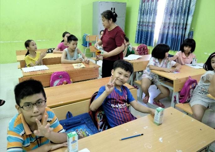 Vinamilk mang niềm vui uống sữa đến với trẻ em Hà Nội thông qua Quỹ sữa Vươn cao Việt Nam  - Ảnh 6.