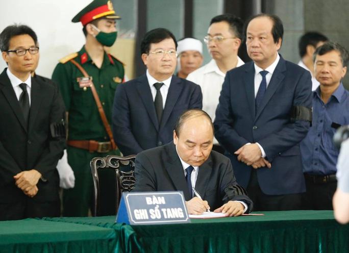 Chủ tịch Quốc hội, Thủ tướng Chính phủ viếng ông Vũ Mão - Ảnh 14.