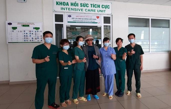 Bệnh nhân Covid-19 nặng nhất miền Bắc được xuất viện về nhà ở TP HCM - Ảnh 6.