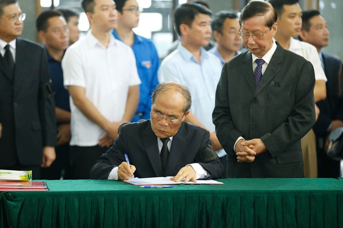 Chủ tịch Quốc hội, Thủ tướng Chính phủ viếng ông Vũ Mão - Ảnh 16.