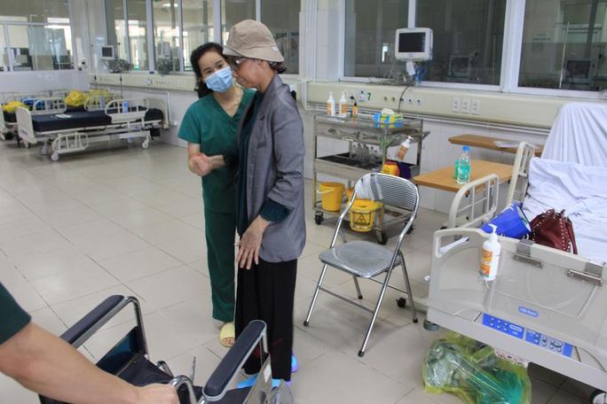 Bệnh nhân Covid-19 nặng nhất miền Bắc được xuất viện về nhà ở TP HCM - Ảnh 5.