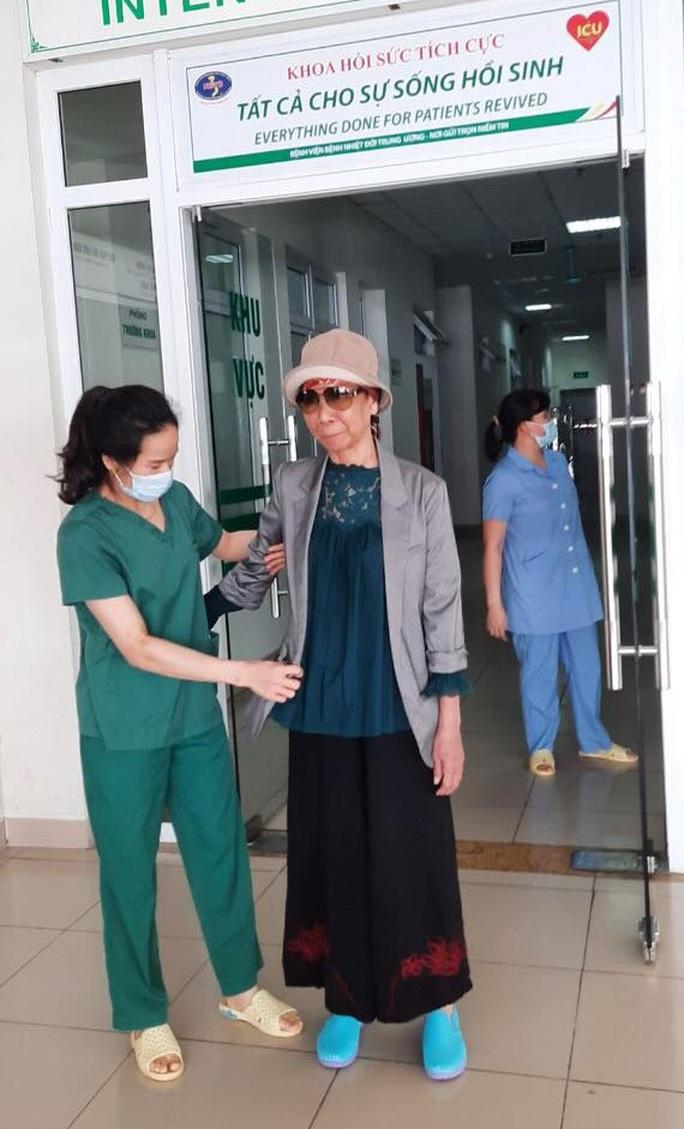 Bệnh nhân Covid-19 nặng nhất miền Bắc được xuất viện về nhà ở TP HCM - Ảnh 13.