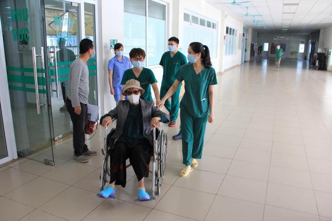 Bệnh nhân Covid-19 nặng nhất miền Bắc được xuất viện về nhà ở TP HCM - Ảnh 8.