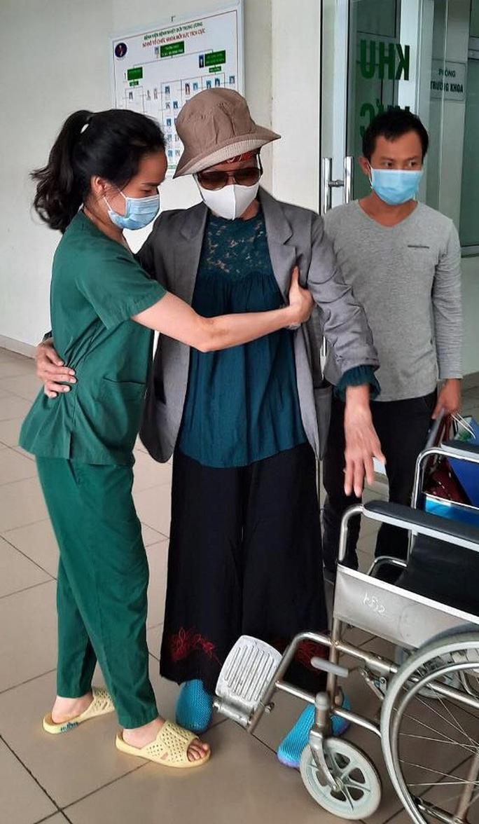 Bệnh nhân Covid-19 nặng nhất miền Bắc được xuất viện về nhà ở TP HCM - Ảnh 12.