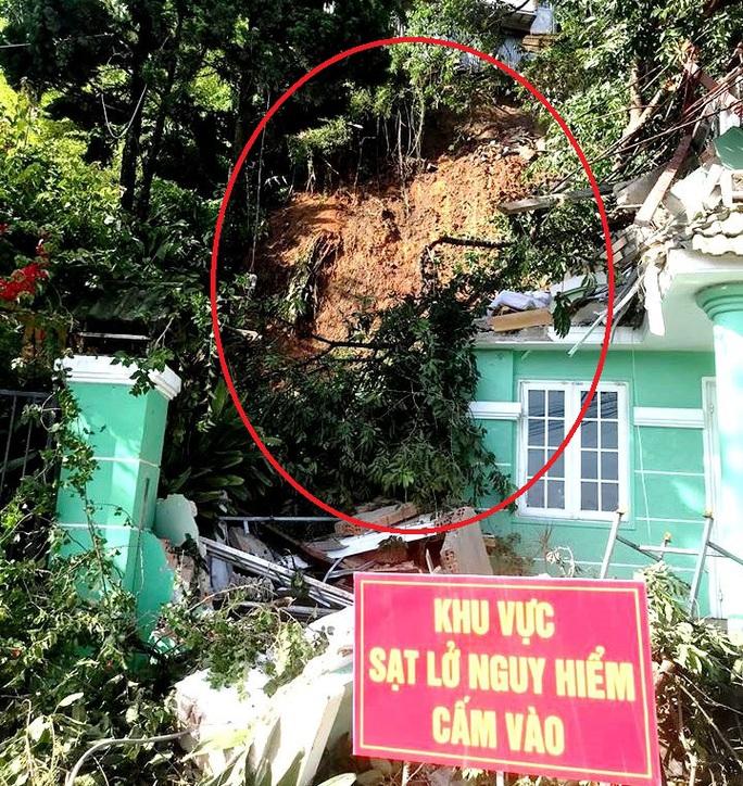 Đà Lạt: Di dời khẩn cấp 3 nhà dân bị sạt lở taluy do mưa lớn - Ảnh 2.