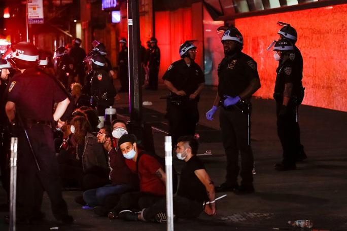 Thư từ Mỹ: Lo cuộc sống xáo trộn vì bạo loạn - Ảnh 1.