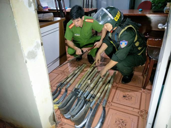 Bắt tạm giam 12 đối tượng trong vụ hỗn chiến gây náo loạn đường phố - Ảnh 3.