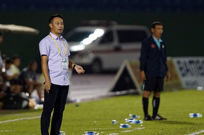 V-League khốc liệt với HLV - Ảnh 1.