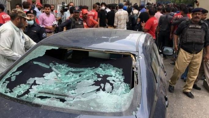 Nhắm vào Trung Quốc, nhóm ly khai tấn công Sở Giao dịch Chứng khoán Pakistan - Ảnh 1.