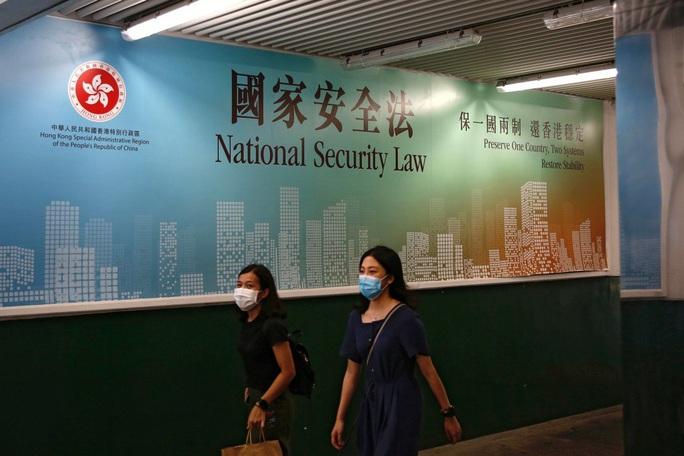 Trung Quốc chính thức thông qua luật an ninh Hồng Kông, Mỹ ra tay trước - Ảnh 1.