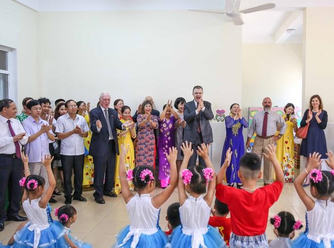 Đại sứ Mỹ thăm cầu Hàm Rồng cùng cựu chiến binh Việt Nam - Ảnh 5.
