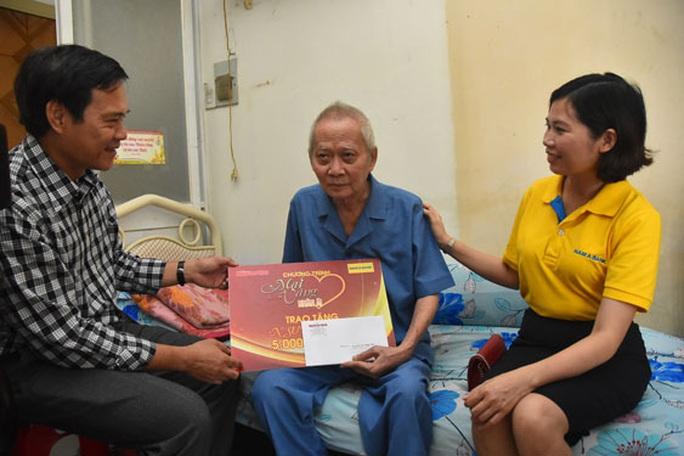 Mai Vàng nhân ái thăm NSƯT Lê Trường Tiếu, biên kịch Lê Khanh - Ảnh 1.