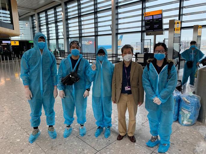 Gần 340 người Việt từ Anh về nước tại sân bay Tân Sơn Nhất - Ảnh 5.