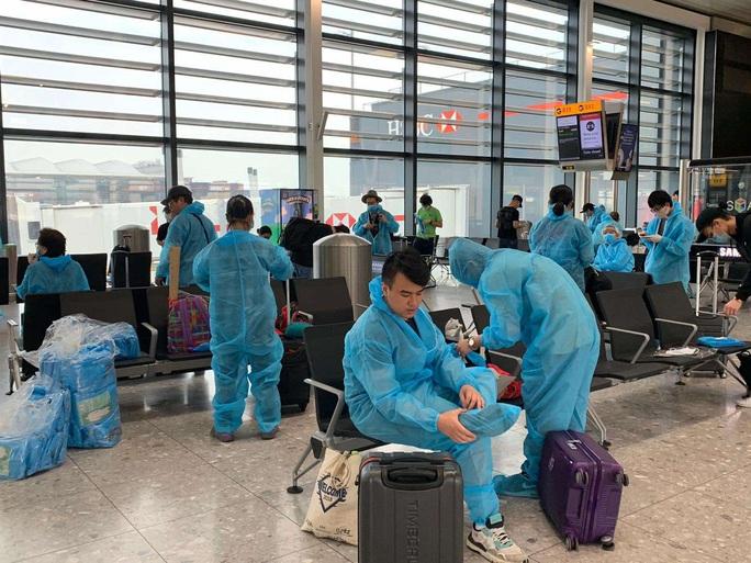 Gần 340 người Việt từ Anh về nước tại sân bay Tân Sơn Nhất - Ảnh 6.